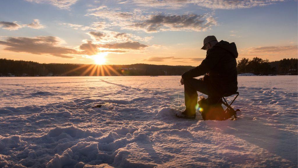 Vertical jigging ice fishing